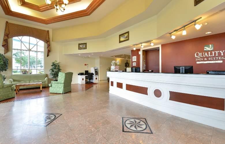 Quality Inn & Suites at Universal Studios - General - 1
