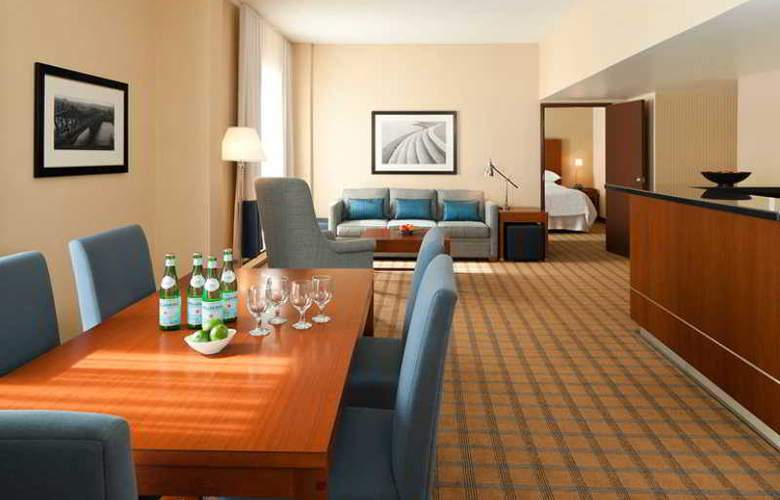 Four Points by Sheraton Hotel & Conference Centre Gatineau-Ottawa - Room - 13
