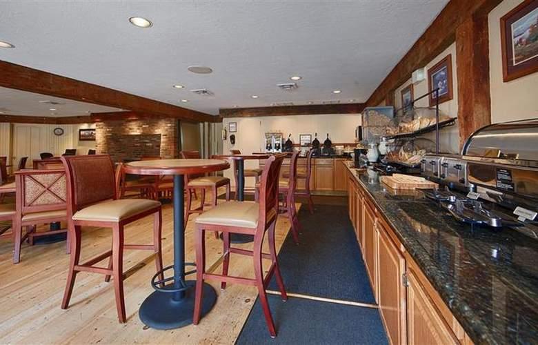 Best Western Plus Inn & Suites - Hotel - 3