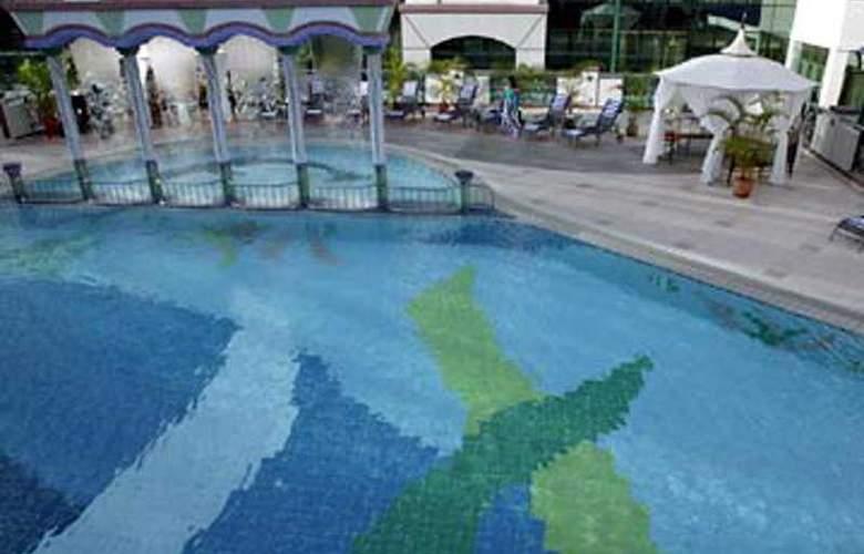 The Rizqun International Hotel, Brunei - Pool - 3
