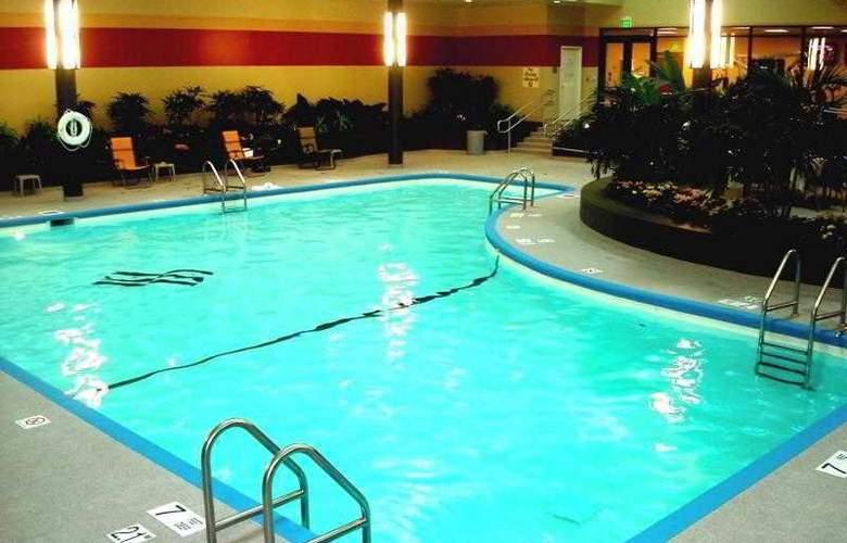 Sheraton at the Falls - Pool - 11