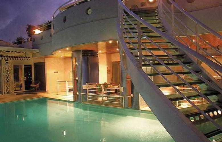 Karibea La Valmeniere Hotel - Pool - 4