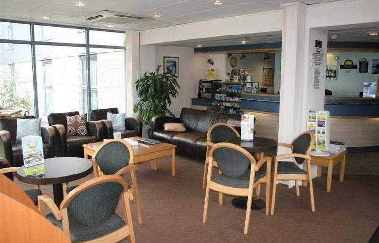 Days Inn London Stansted Airport - Bar - 3