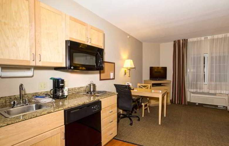 Candlewood Suites Fort Myers - Room - 8