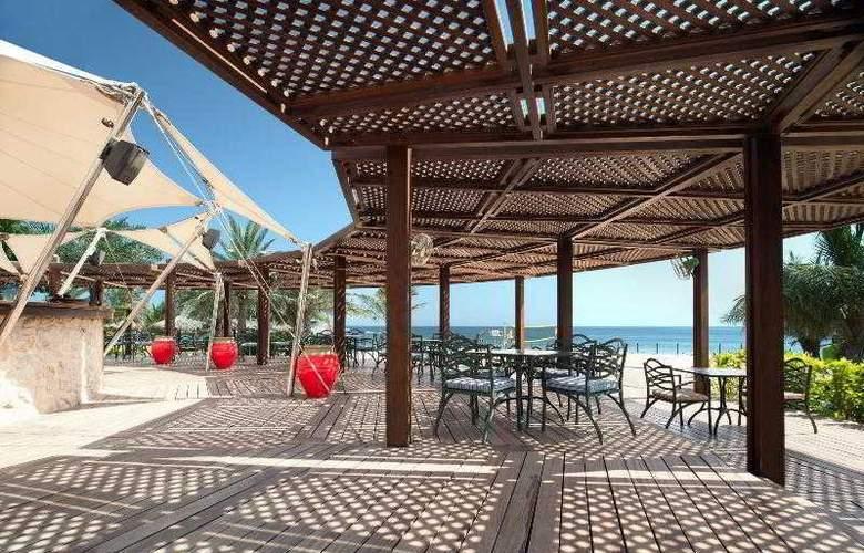 Le Meridien Al Aqah Beach Resort - Bar - 30