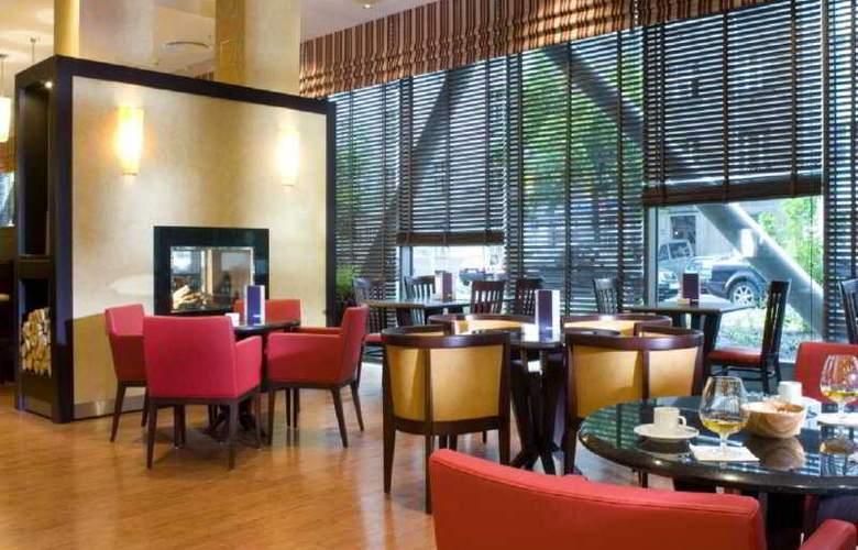 Courtyard By Marriott Flora - Bar - 5