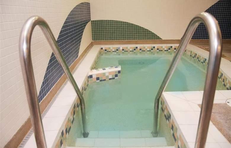 Best Western Woods View Inn - Pool - 94