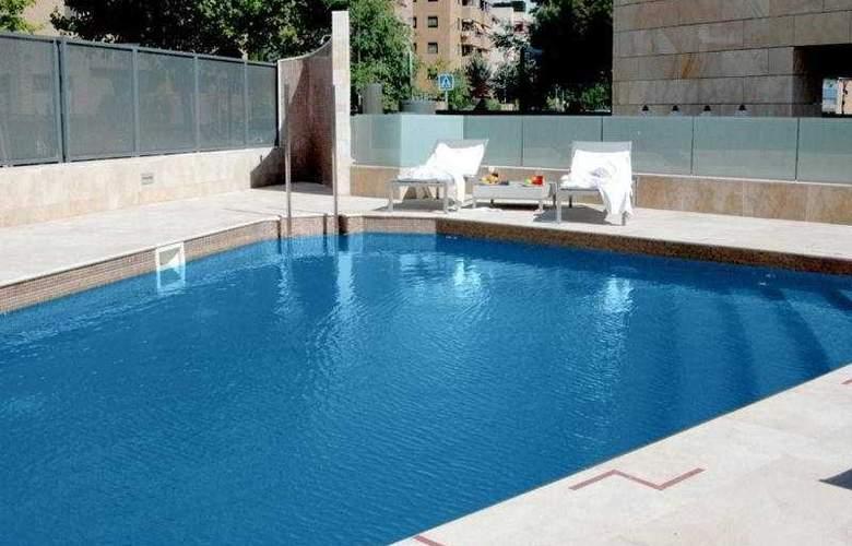 Santos Maydrit - Pool - 11