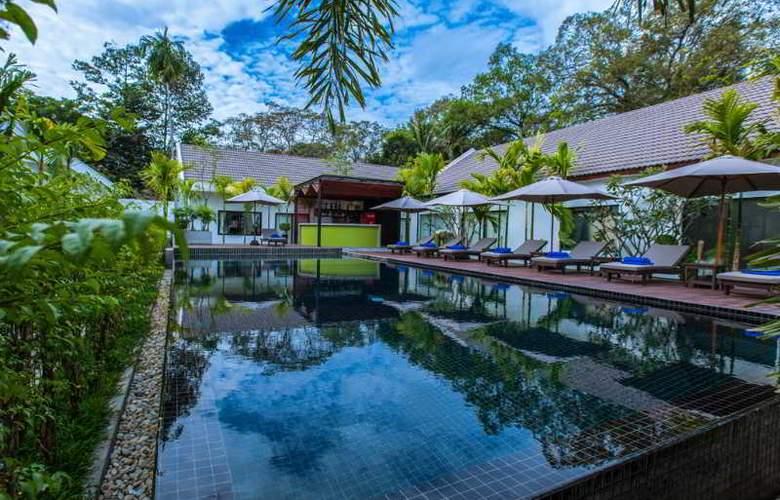 Lynnaya Urban River Resort - Pool - 3