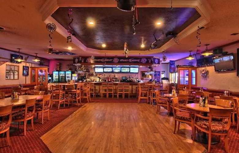 Clarion Inn Modesto - Bar - 7