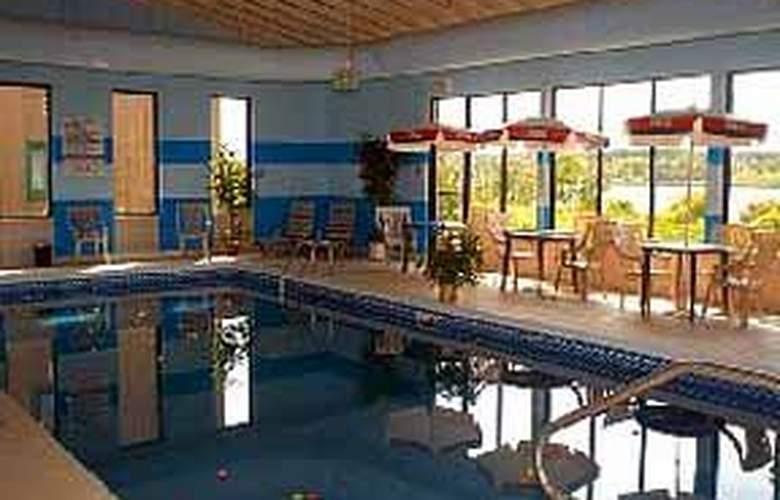 Quality Inn Sydney - Pool - 4