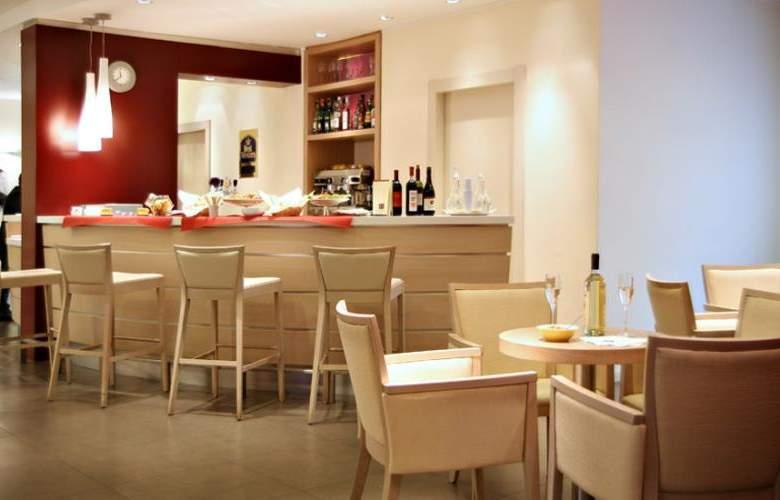 Best Western Palace Inn - Bar - 3