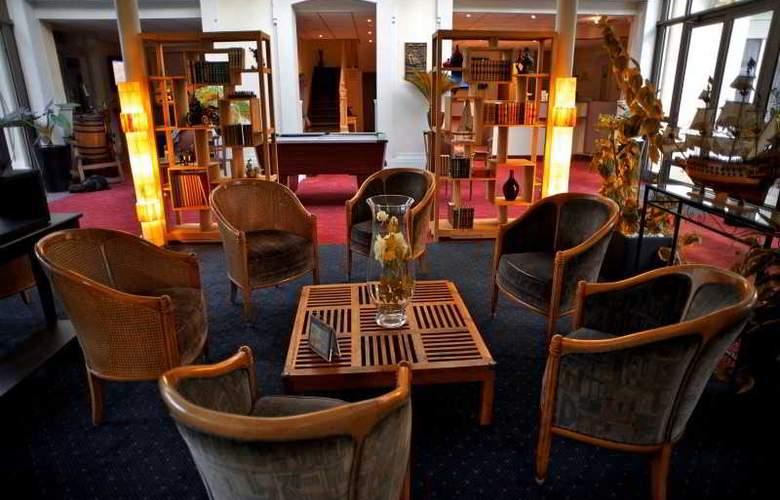 Grand Hotel de Courtoisville - General - 1