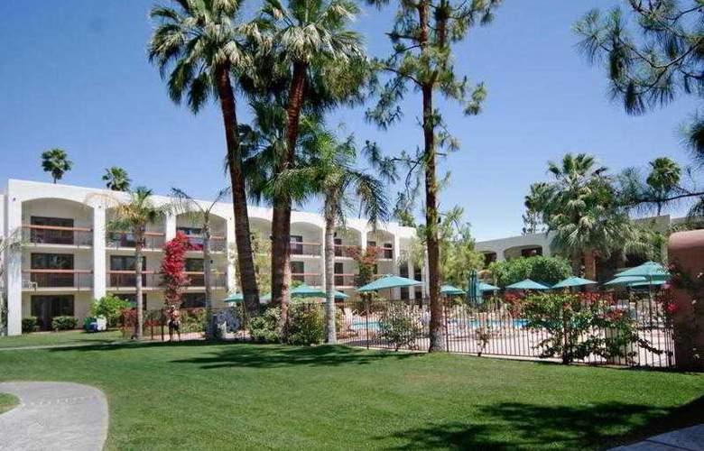Palm Mountain Resort & Spa - Terrace - 14