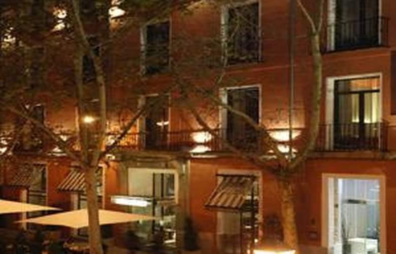 Hotel Petit Palace Plaza del Carmen - Terrace - 4