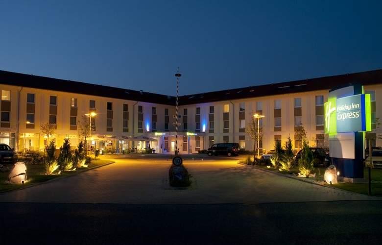 Holiday Inn Express Munich Airport Hotel - Building - 0