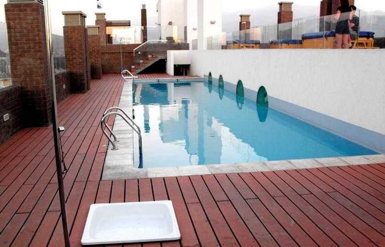 BMB Suites Apart Hotel - Pool - 8
