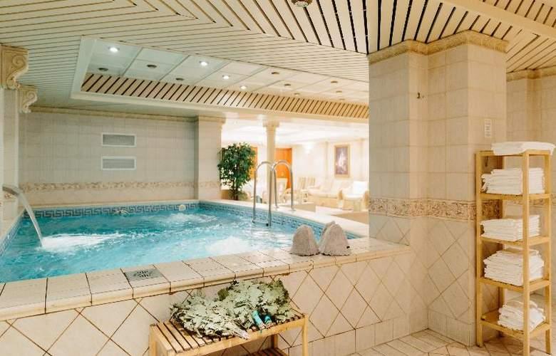 Grand Hotel Emerald - Pool - 13