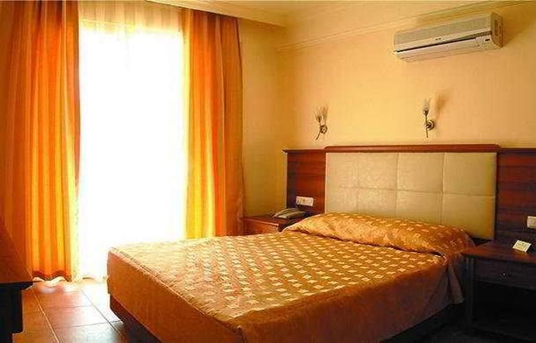 Caprice Beach Hotel - Room - 5