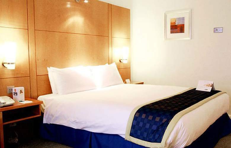 Holiday Inn Heathrow M4/J4 - Room - 1