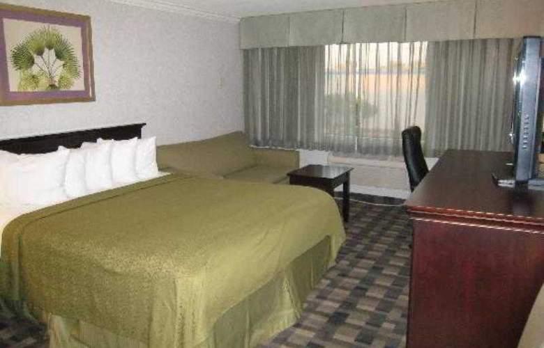 LA - Montebello Plaza - Room - 6
