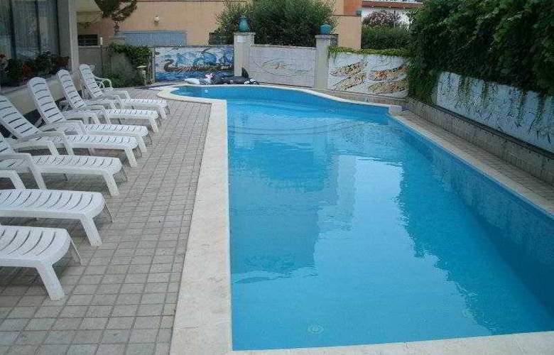Garden - Pool - 3
