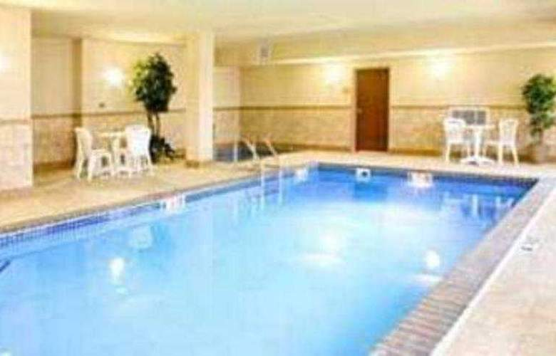 Quality Inn & Suites Sioux Falls - Pool - 3