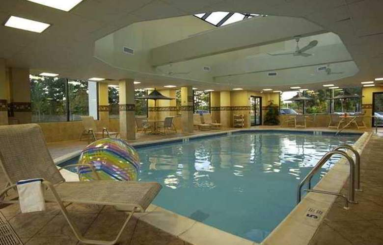 Hampton Inn Brookhaven Long Island - Pool - 3