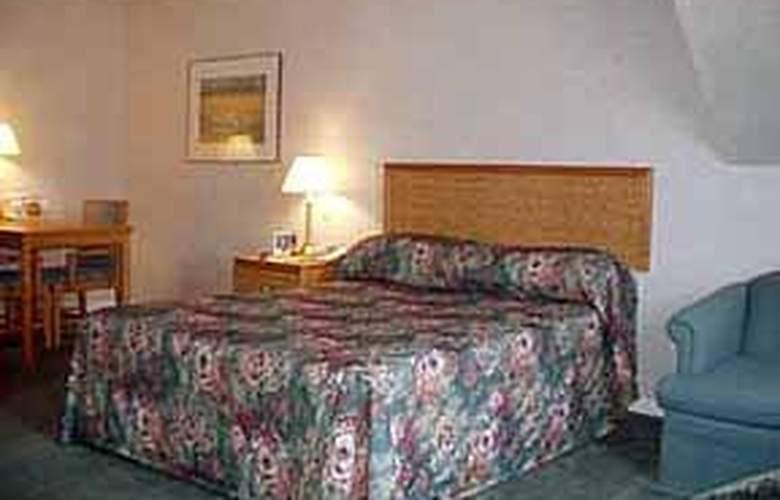 Comfort Inn Boucherville - Pool - 4