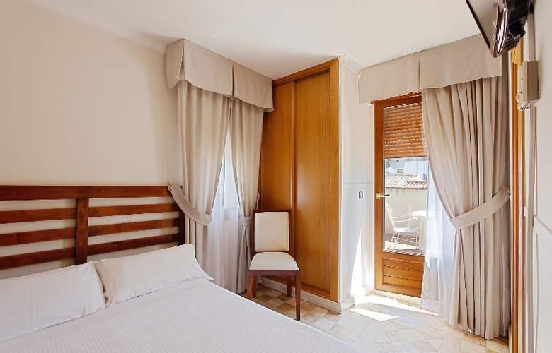 Reina Mora - Room - 18