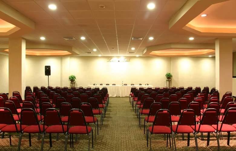 Antarisuite Galerías - Conference - 14