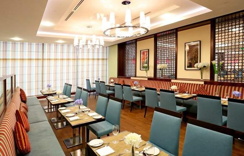Hilton Garden Inn Astana - Restaurant - 20