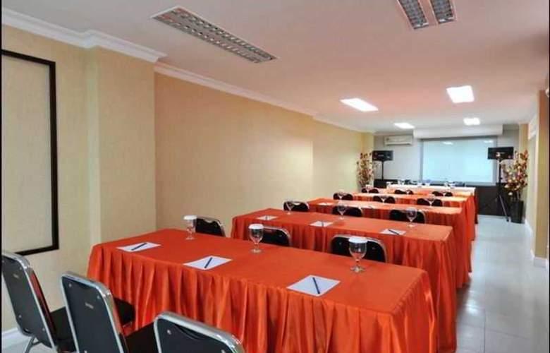 Gaja Hotel Pekanbaru - Conference - 3
