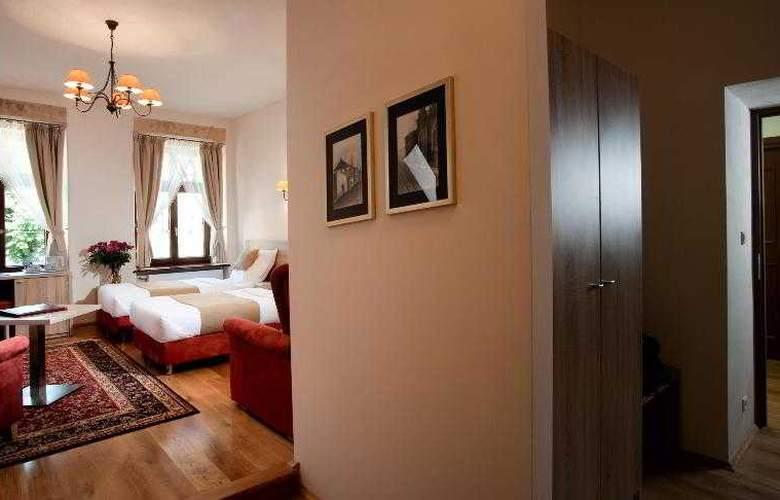 Santi - Room - 13
