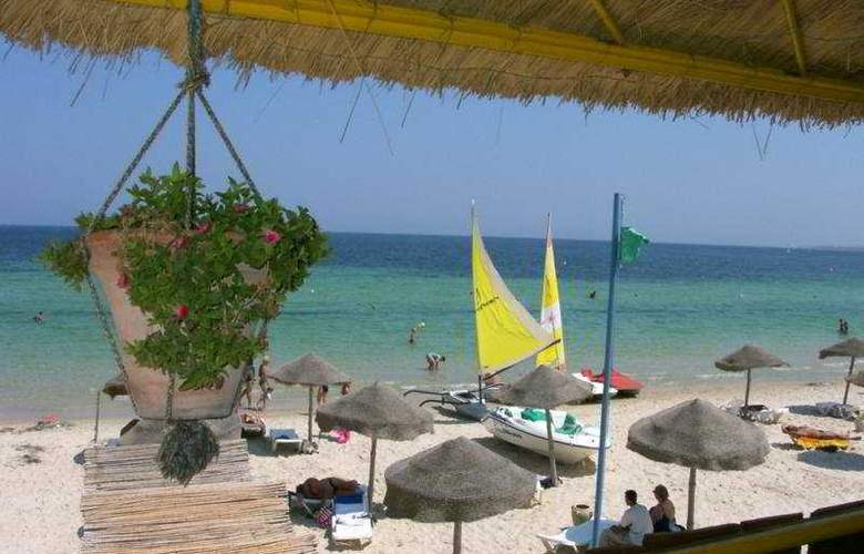 Saadia - Beach - 4