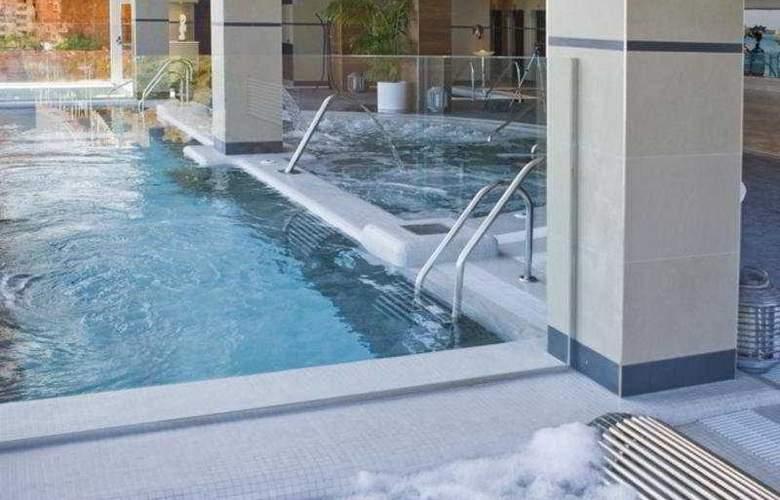Holiday Hydros - Pool - 10