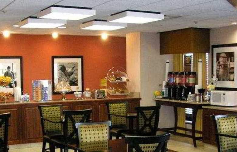 Hampton Inn Dallas North At Walnut Hill - Restaurant - 0