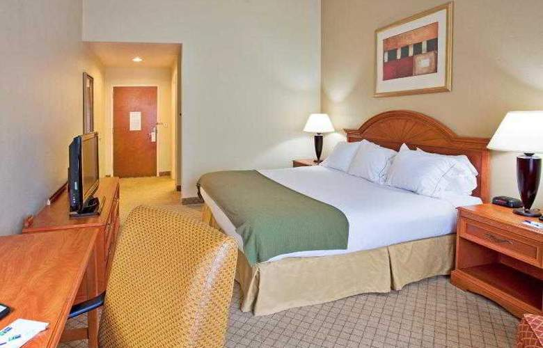 Holiday Inn Express & Suites Tampa - Hotel - 10