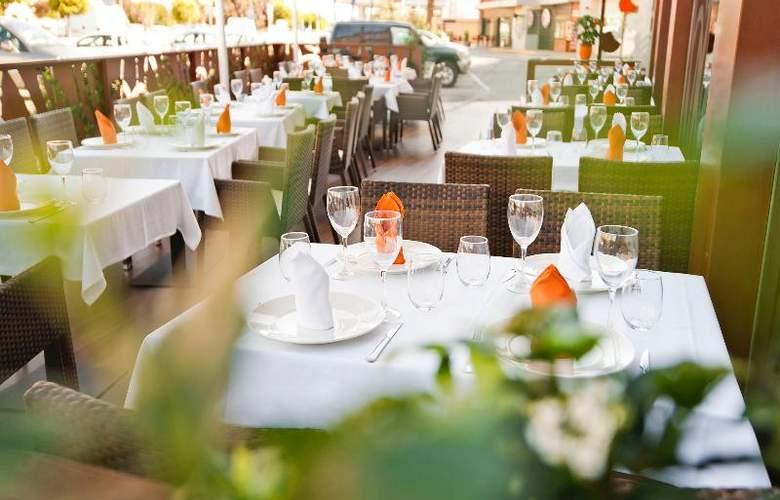 UVE Villa de Alcobendas - Restaurant - 28