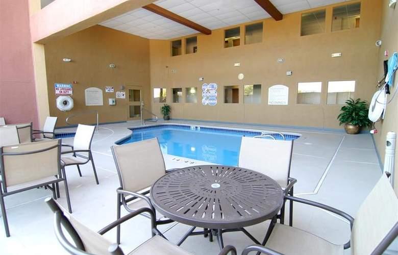 North Las Vegas Inn & Suites - Pool - 60