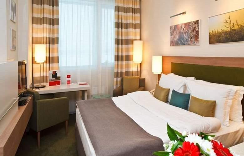 Ramada Yekaterinburg - Room - 12