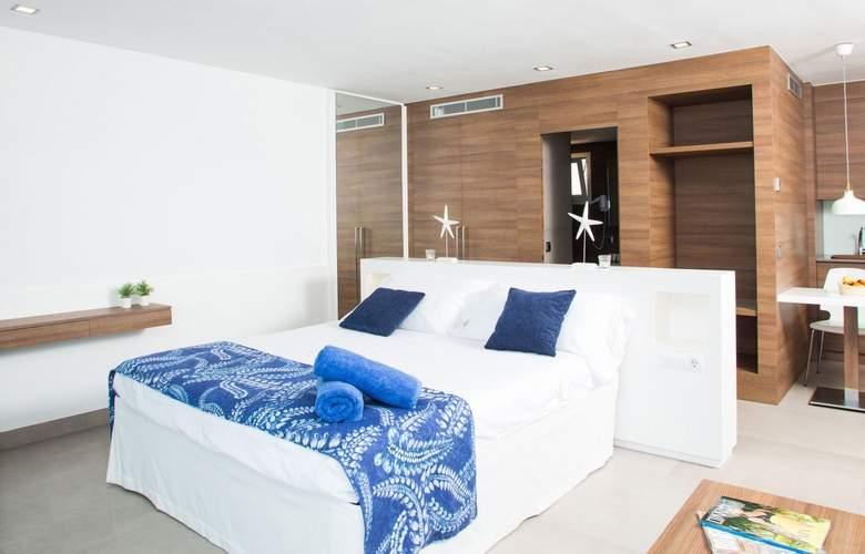 Cabau Bahia Camp de Mar Suites - Room - 1