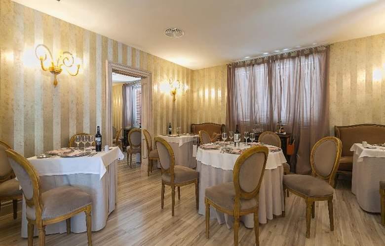 Grand Palladium Palace Ibiza Resort & Spa - Restaurant - 33