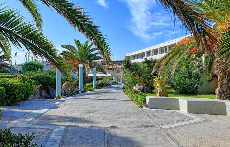 Santa Marina Beach - Hotel - 0