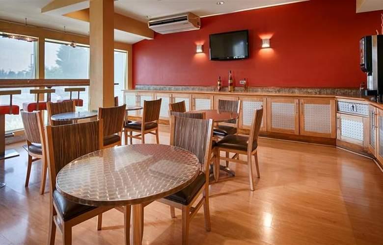 Best Western Plus Navigator Inn & Suites - Restaurant - 32