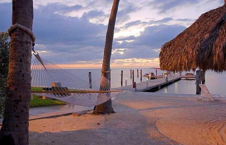 Hampton Inn & Suites Islamorada - Beach - 2