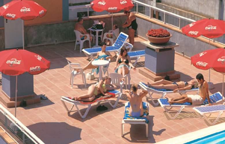 Athene Neos - Pool - 3