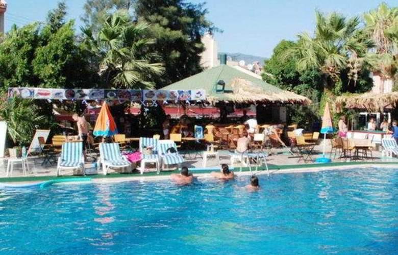 Club Dorado Hotel - Pool - 5