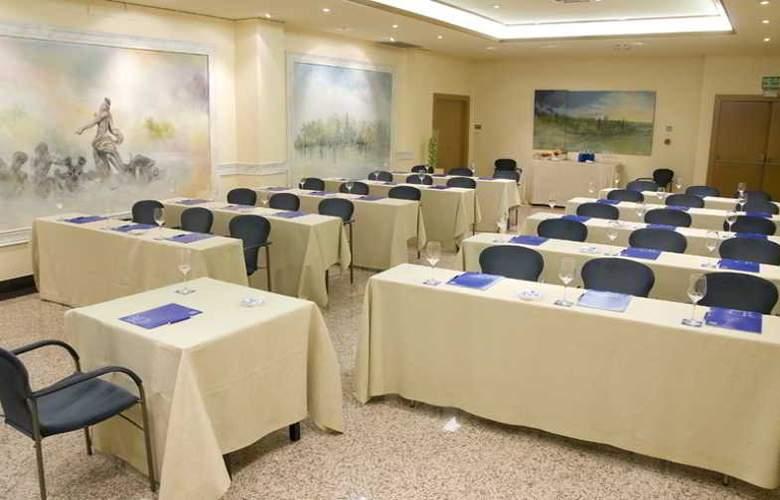 Los Arcos - Conference - 12