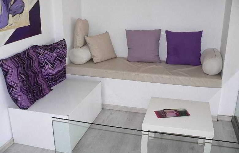 Costantiana Beach Hotel Apts - Bar - 15